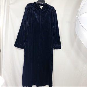 Vintage Jasmine Rose Navy Velour Robe        B110